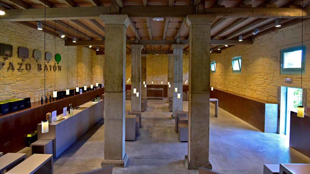 La sala de catas es un buen ejemplo de la arquitectura de Pazo Baión
